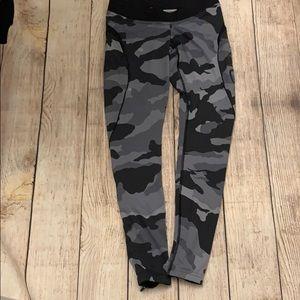 Better bodies EUC long gray camo leggings